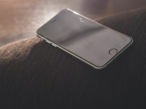 Schermo iPhone a righe colorate